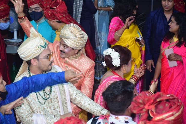 PICS: Aditya Narayan's baraat make their way to the venue in style as the singer is all set to tie the knot to Shweta Agarwal