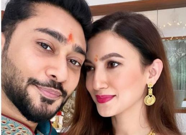 Newly weds Gauahar Khan and Zaid Darbar get a grand welcome at their friends' place; see pics