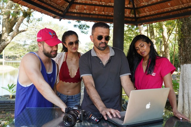 Behind-the-scenes pictures of the Kingfisher Calendar with Atul Kasbekar is the perfect combination of SEXY and GLAMOUROUS! : Bollywood News - Bollywood Hungama