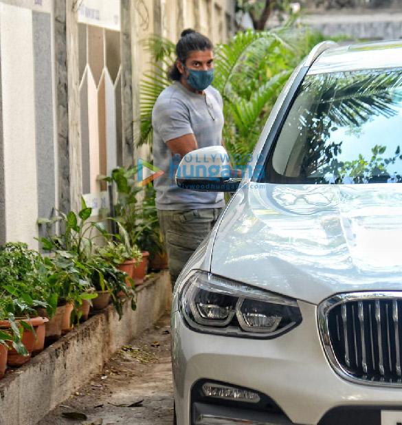 Photos: Farhan Akhtar and Zoya Akhtar snapped at Javed Akhtar's house in Juhu