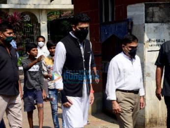 Photos: Funeral of producer Bunty Walia's father Pirthi Paul Singh