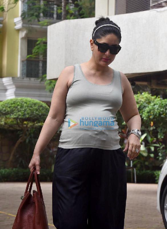 Photos Kareena Kapoor Khan snapped outside her new home (3)