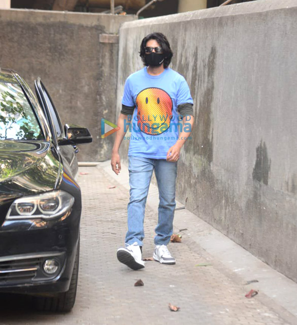 Photos Kartik Aaryan snapped at Sanjay Leela Bhansali's office (4)