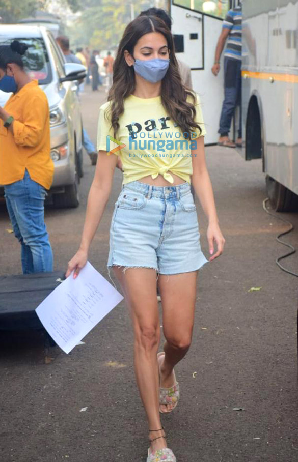 Photos Kriti Kharbanda snapped on the sets of her film 14 Phere (2)