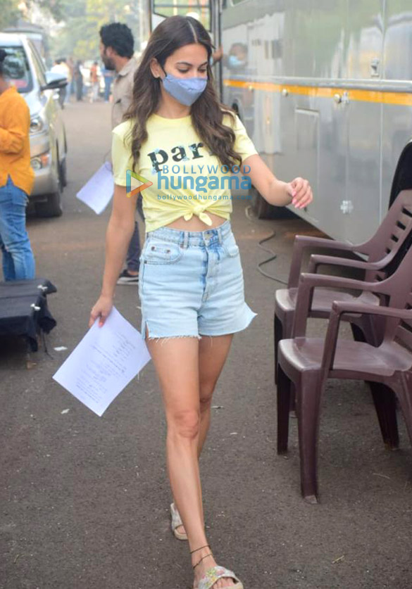Photos Kriti Kharbanda snapped on the sets of her film 14 Phere (3)