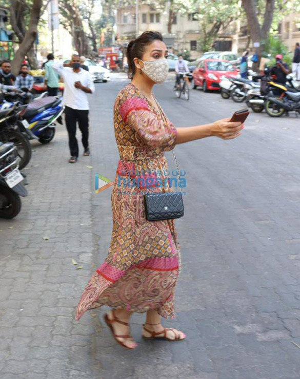 Photos Lara Dutta spotted at The Kitchen Garden in Juhu (3)