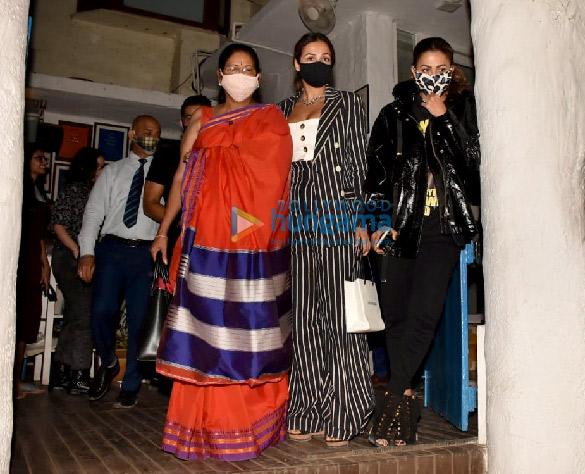 Photos Malaika Arora, Amrita Arora and Shakeel Ladak spotted at Olive in Bandra (3)