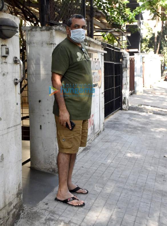 Photos Paresh Rawal snapped at a clinic in Juhu (1)