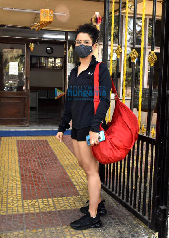 Photos Pooja Hegde and Sanya Malhotra spotted at gym (4)