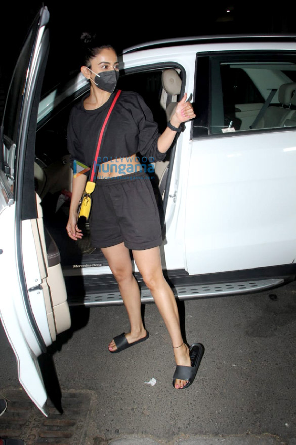 Photos Rakul Preet Singh spotted outside a salon in Khar (1)