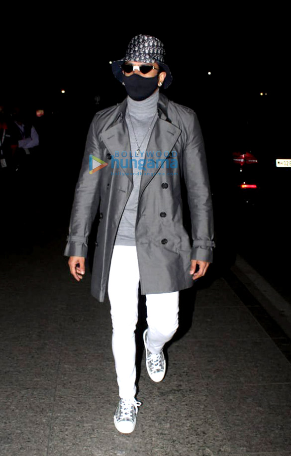 Photos Ranveer Singh spotted at the airport (2)