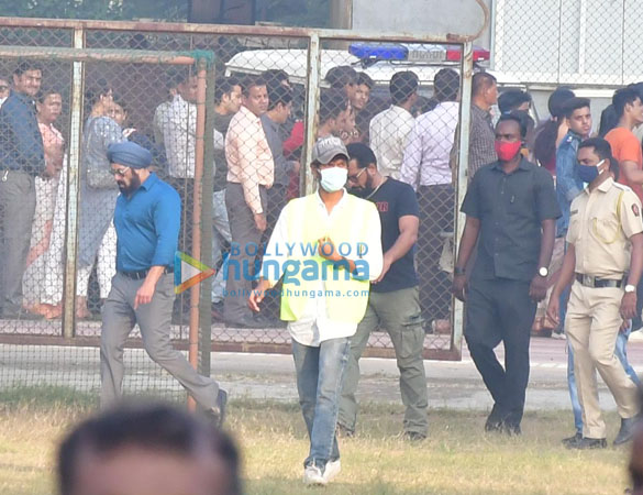 Photos Salman Khan spotted for a shooting in Bandra (4)
