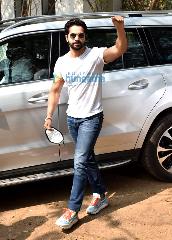Photos Varun Dhawan arrives in Alibaug for the wedding (6)