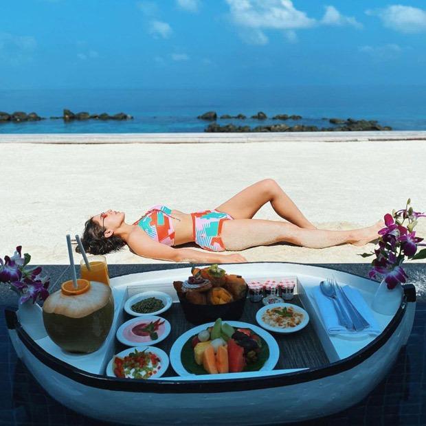 Sara Ali Khan soaks in the sun in a printed bikini during her Maldives vacation; shares a shayari along pictures