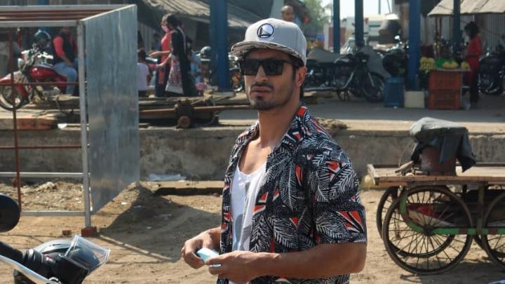 Vidyut Jammwal spotted at Versova Jetty