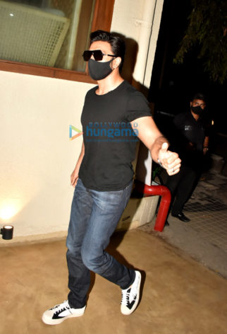 Photos: Ranveer Singh, R Madhavan, Raj Kundra and others spotted at Bastian in Worli