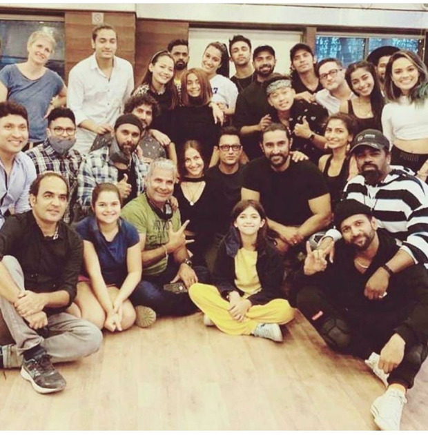 Aamir Khan strikes a pose with the crew as he shoots a song in Jaipur for Amin Hajee's film