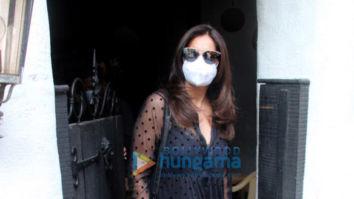 Photos: Bipasha Basu spotted at Hakim's Aalim salon
