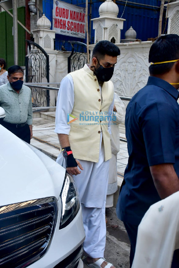 Photos Celebs attend the prayer meet for Bunty Walia's father (4)