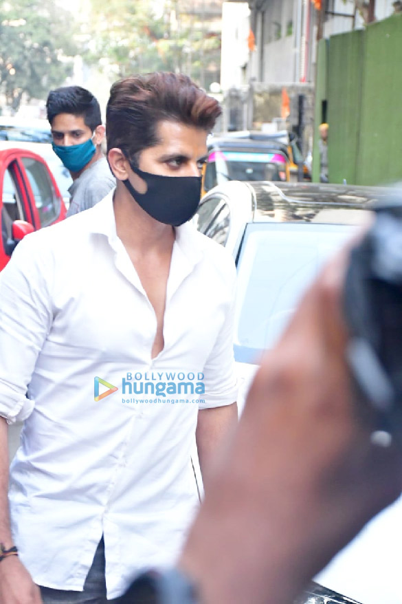 Photos Celebs attend the prayer meet for Bunty Walia's father (7)