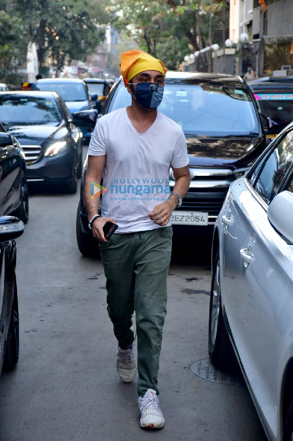 Photos Celebs attend the prayer meet for Bunty Walia's father (9)