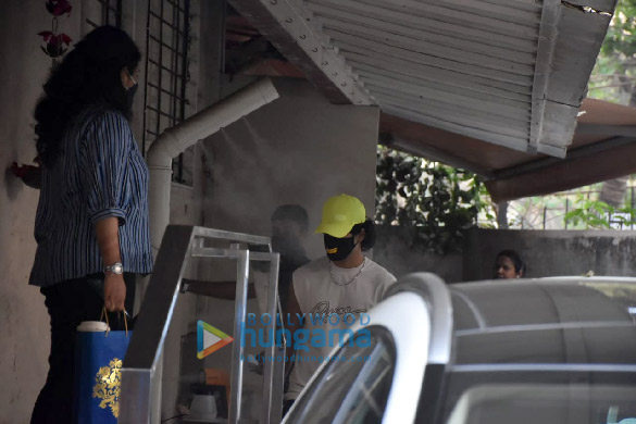 Photos Ishaan Khatter spotted at the Matrix office in Bandra (1)