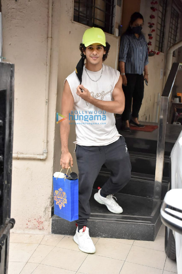 Photos Ishaan Khatter spotted at the Matrix office in Bandra (2)