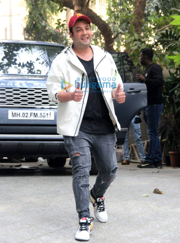Photos Janhvi Kapoor and Varun Sharma snapped promoting Roohi at Maddock Films' office (3)