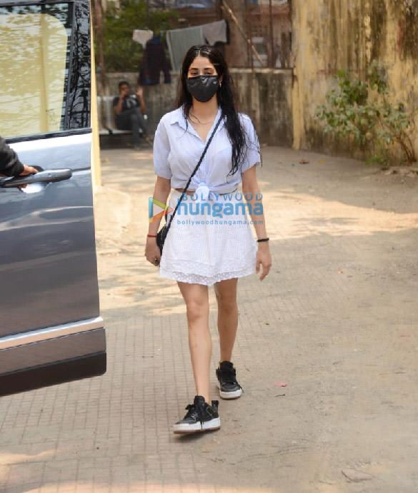 Photos Janhvi Kapoor snapped at Pilates in Khar (1)