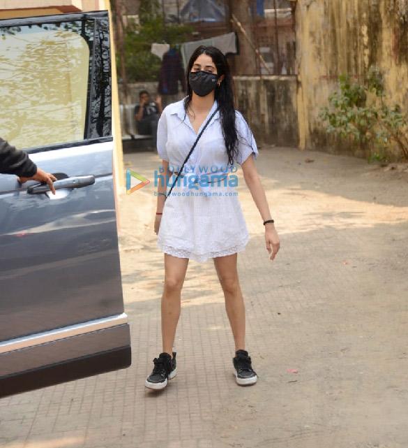 Photos Janhvi Kapoor snapped at Pilates in Khar (4)