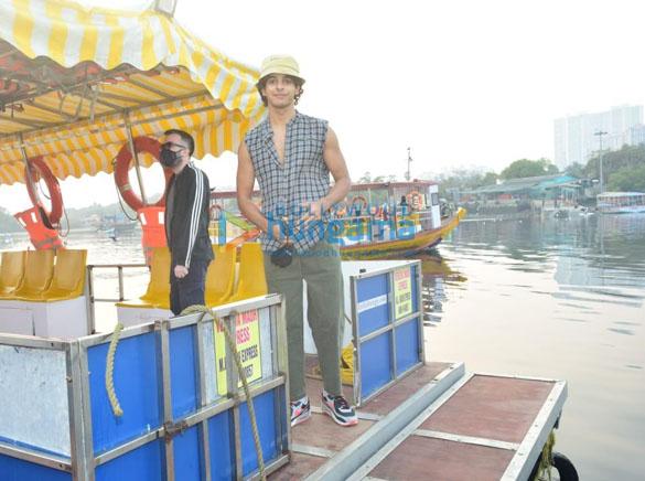 Photos Katrina Kaif, Ishaan Khatter and Siddhant Chaturvedi snapped at the Versova jetty (2)