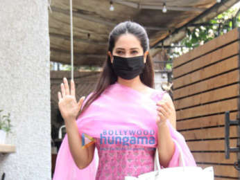 Photos: Kim Sharma spotted outside cafe in Bandra