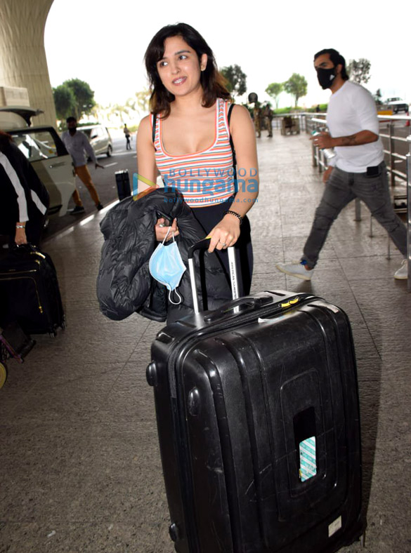 Photos Nora Fatehi, Malaika Arora, Dia Mirza and others snapped at the airport (2)