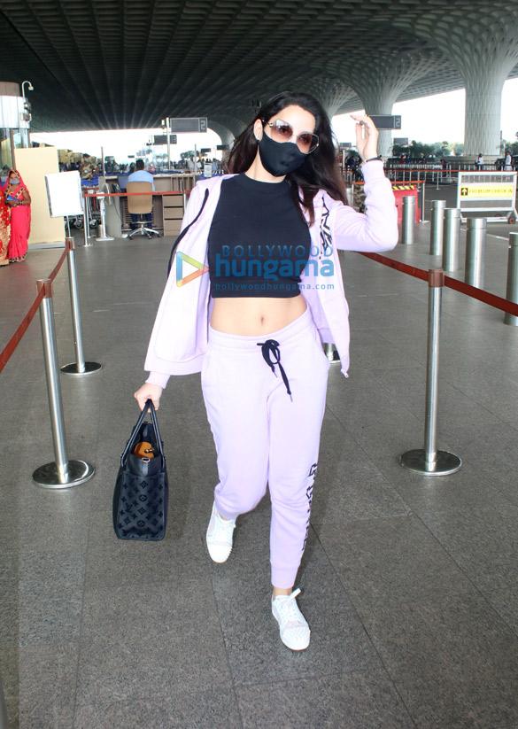 Photos Nora Fatehi and Malaika Arora snapped at the airport (3)