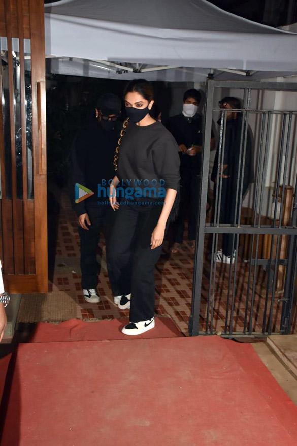 Photos Ranveer Singh and Deepika Padukone spotted at Izumi in Bandra (1)