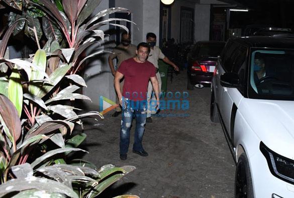 Photos Salman Khan snapped in Bandra (3)