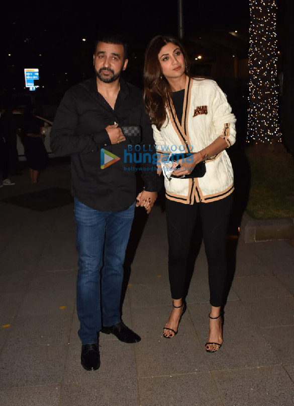 Photos Shilpa Shetty and Raj Kundra snapped in BKC (1)