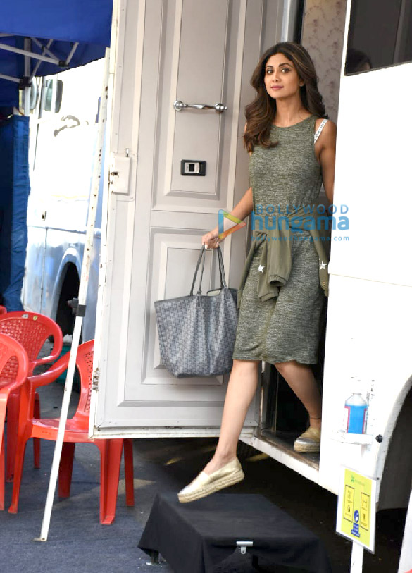 Photos Shilpa Shetty spotted at Film City (3)