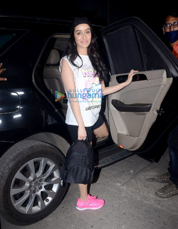 Photos Shraddha Kapoor spotted leaving after a shoot with Bella Casa (3)