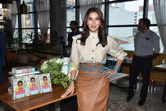 Photos Sophie Choudry snapped at the book launch 'Arzu' at Phoenix Mall, Lower Parel (5)