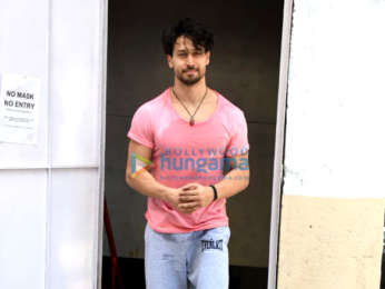 Photos: Tiger Shroff snapped at the gym in Andheri