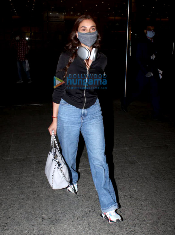 Photos Urvashi Rautela, Aditi Rao Hydari, Diana Penty and Arshi Khan snapped at the airport (2)