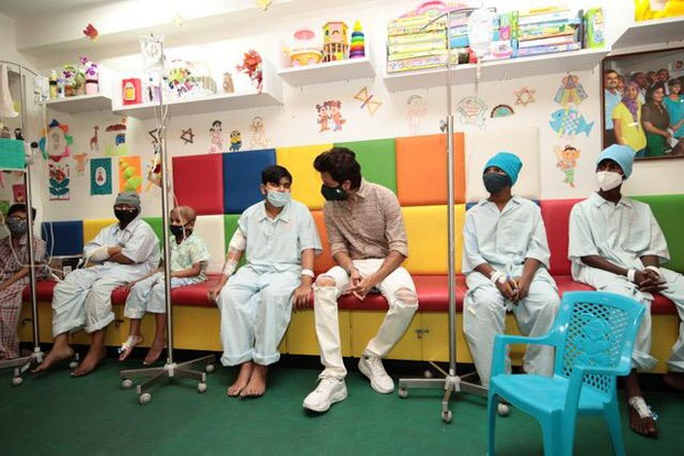 Riteish and Genelia Deshmukh spend time with kids at the Tata Memorial Hospital on 20th International Childhood Cancer Day