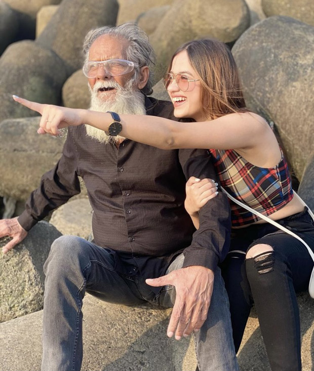 Jannat Zubair shares adorable pictures with her grandfather