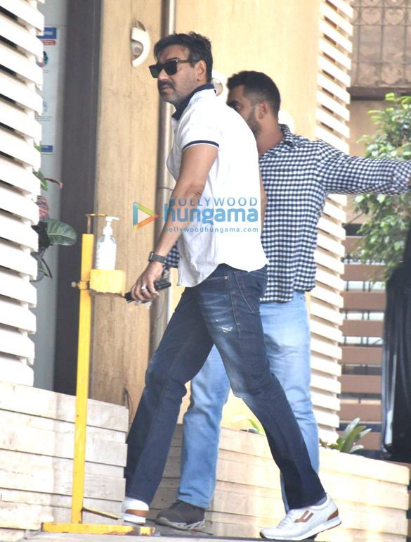 Photos Ajay Devgn snapped in Juhu (2)
