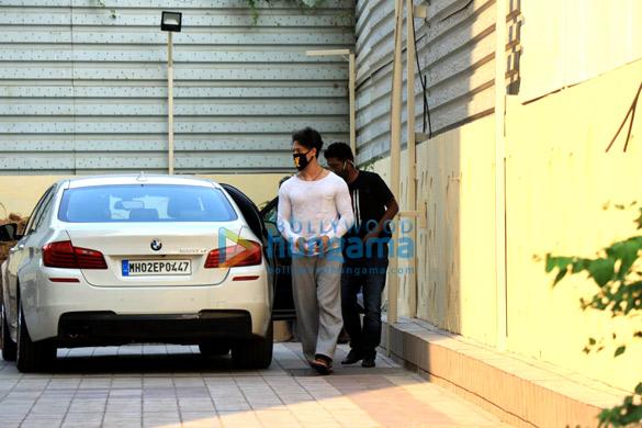 Photos Disha Patani and Tiger Shroff spotted in Bandra (6)