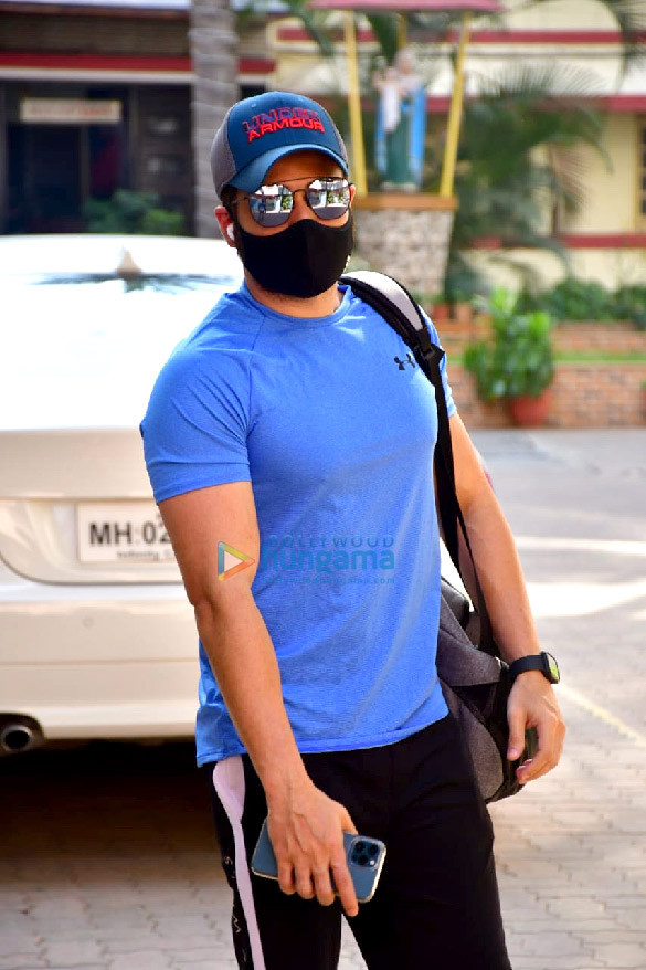 Photos: Emraan Hashmi spotted at gym