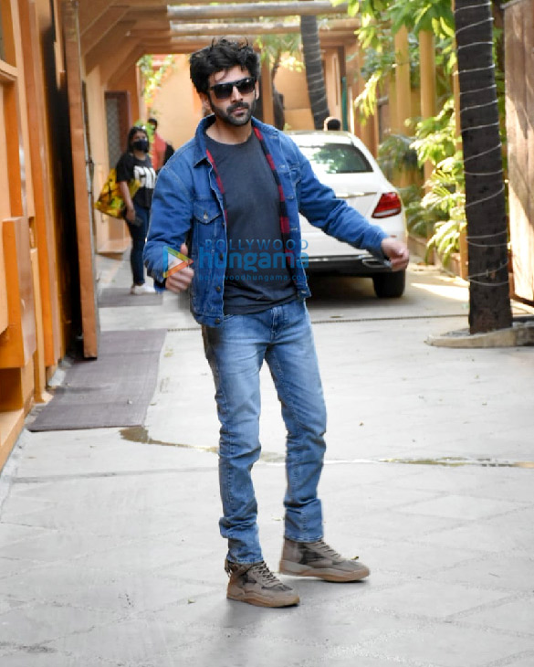 Photos Kartik Aaryan and Kiara Advani snapped at a dance class in Juhu (6)