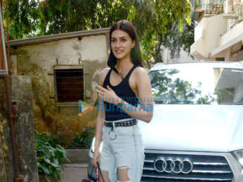 Photos: Kriti Sanon snapped at a salon in Juhu