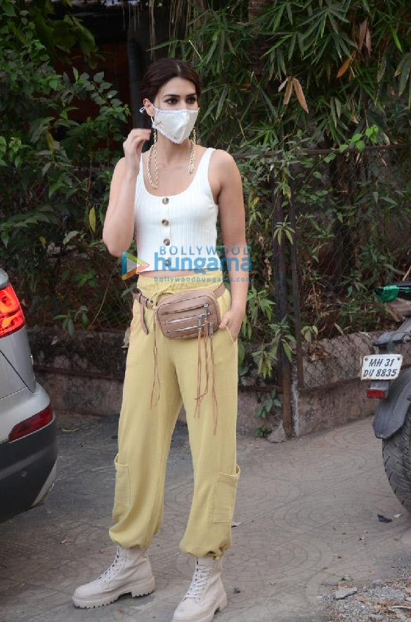Photos Kriti Sanon snapped in Versova (5)